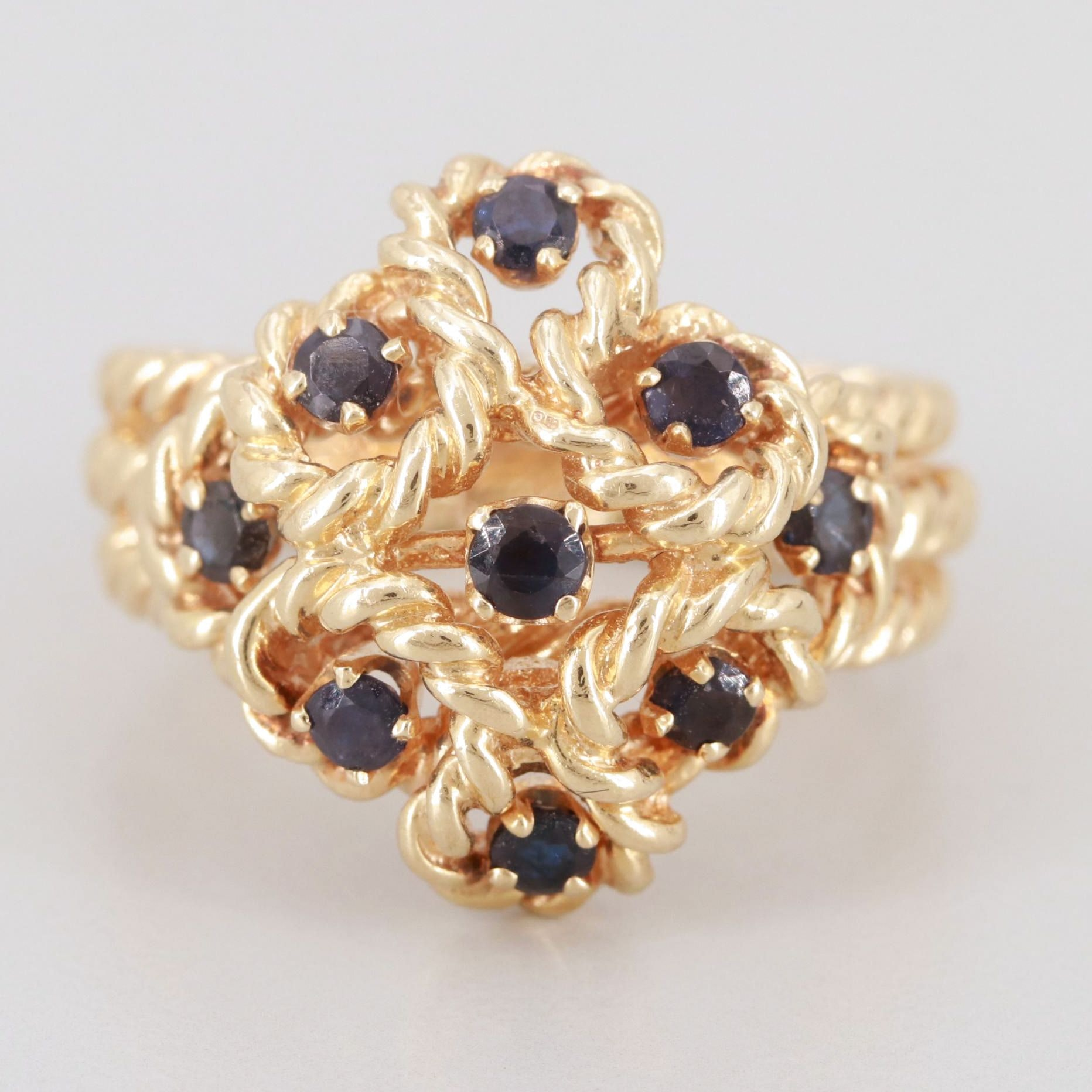 14K Yellow Gold Sapphire Ring With Twisted Rope Motif