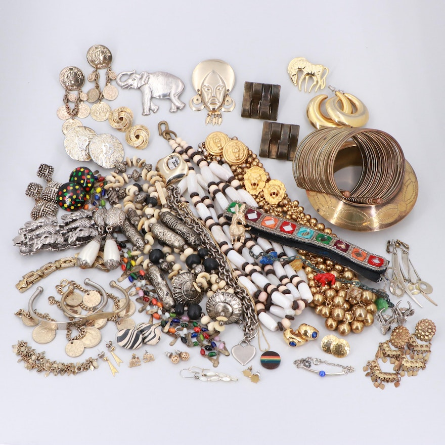 5423072fc95 Costume Jewelry Assortment with Glass, Imitation Pearl and Bone : EBTH