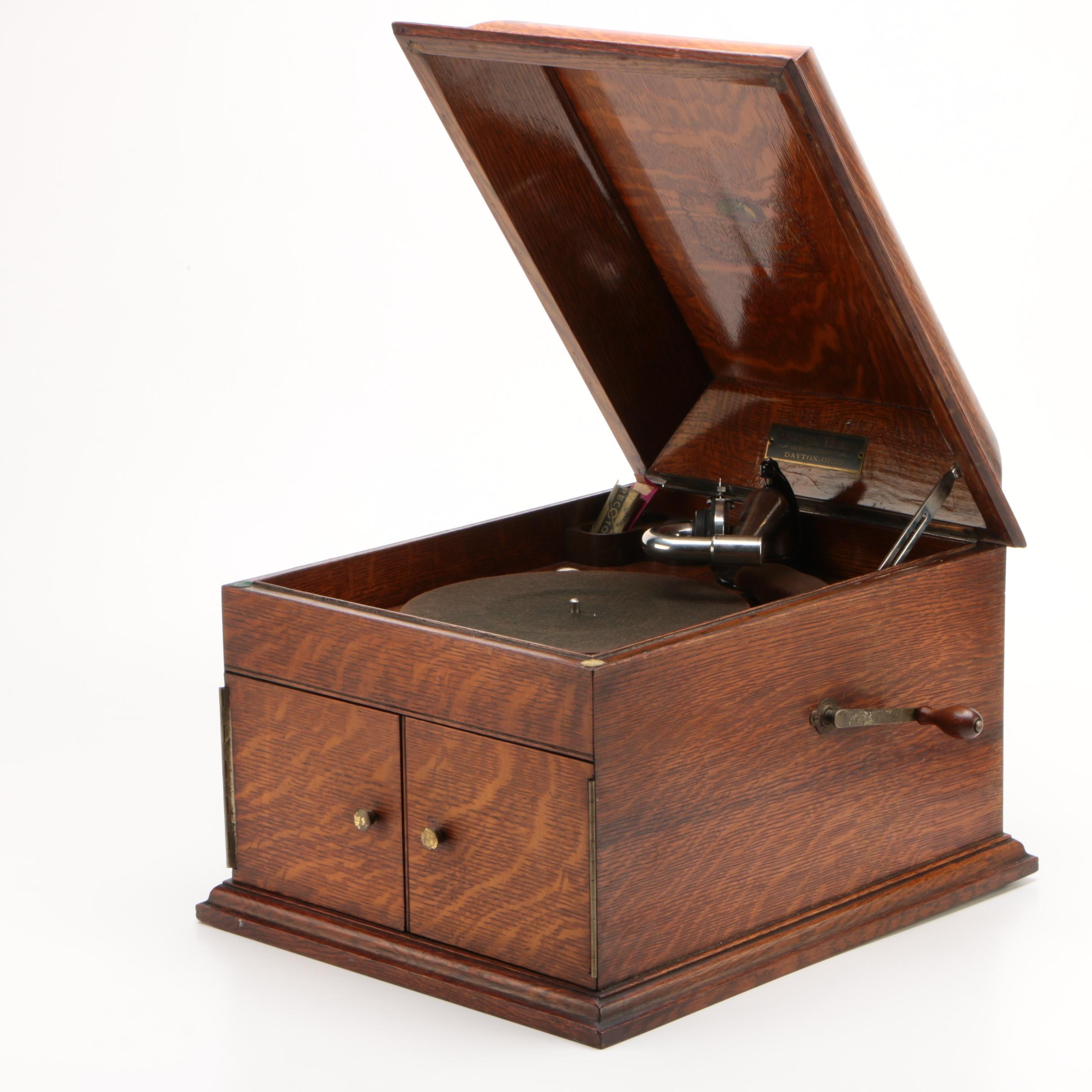 Victor-Victrola VV-VIII Oak Tabletop Record Player, 1911
