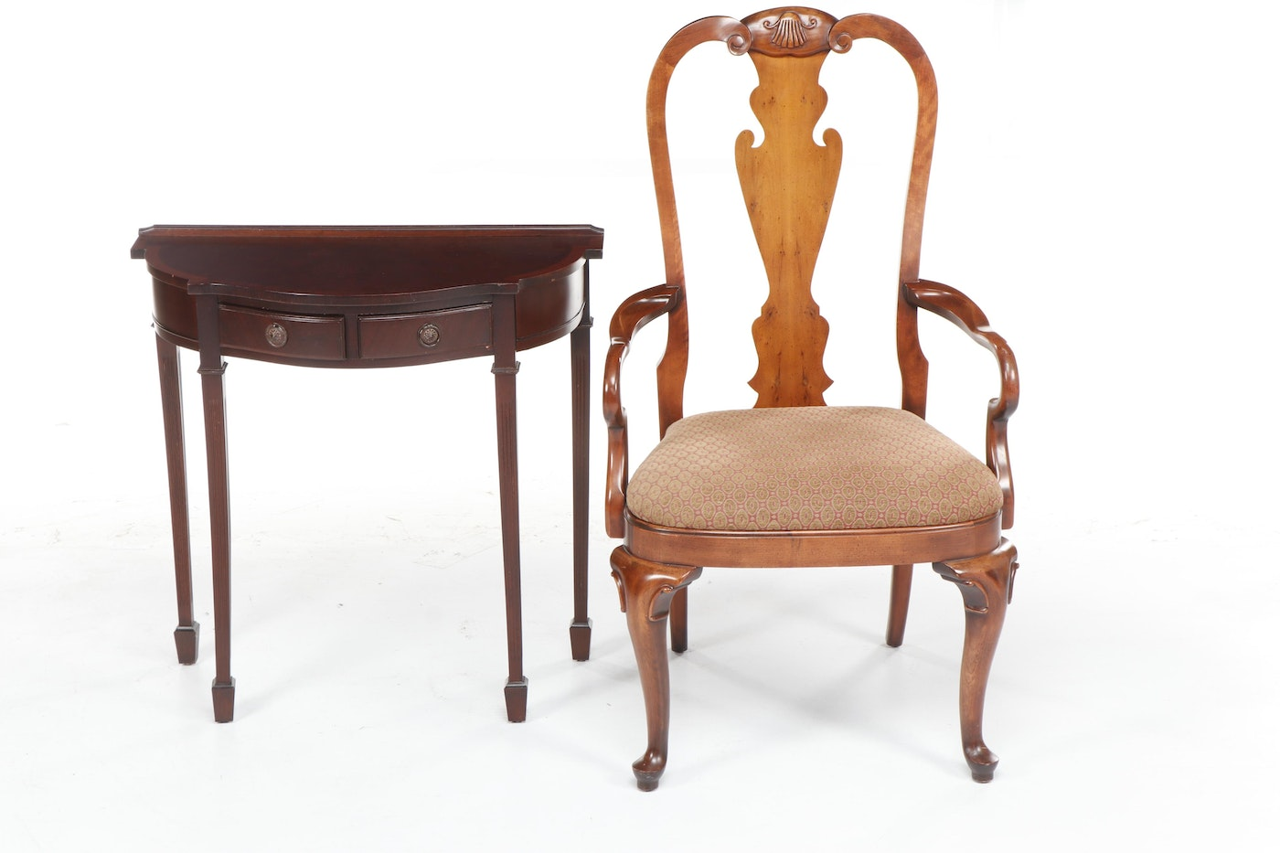 Contemporary Queen Anne Style Fiddle Back Wooden Chair And