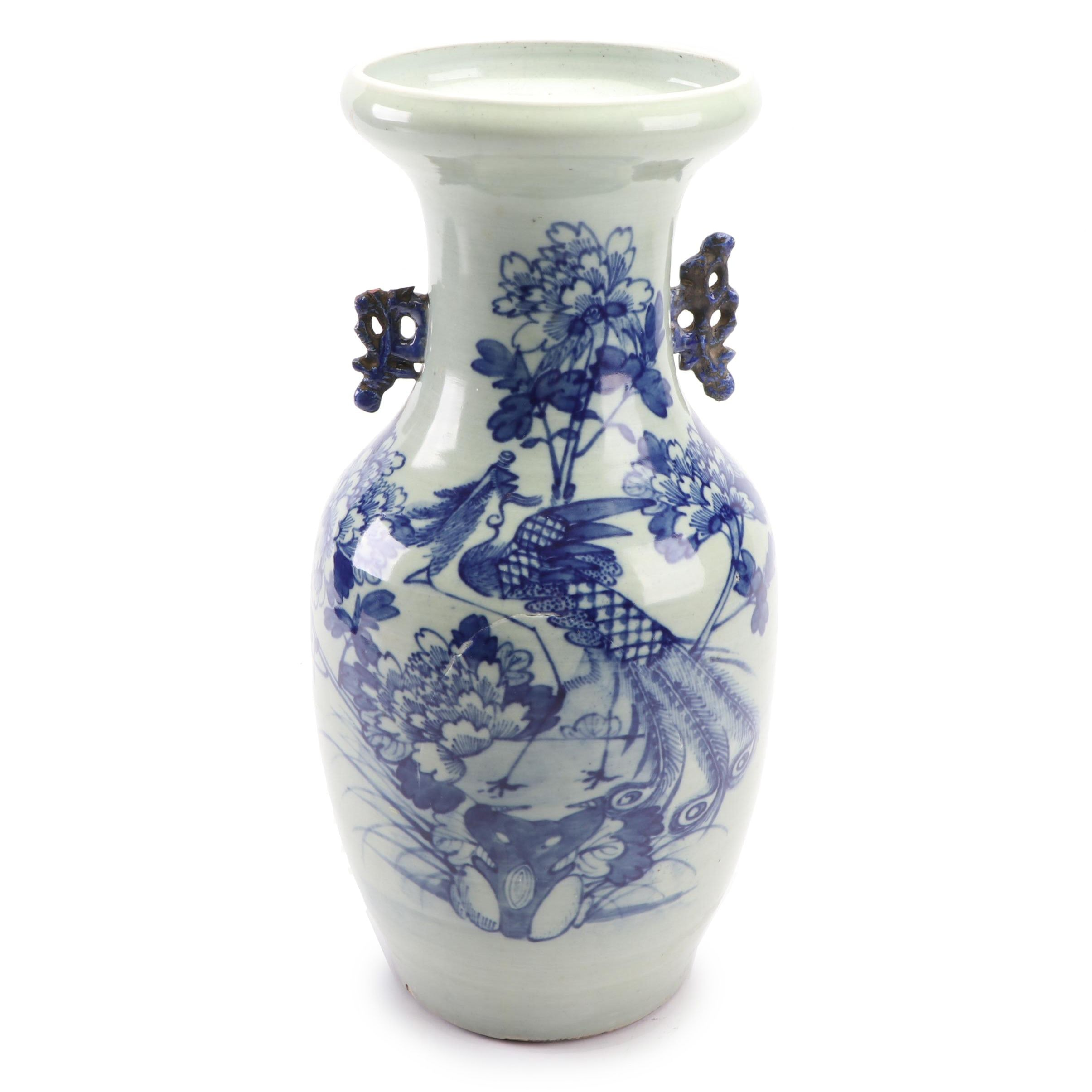 Chinese Blue and White Ceramic Vase, Late Qing Dynasty