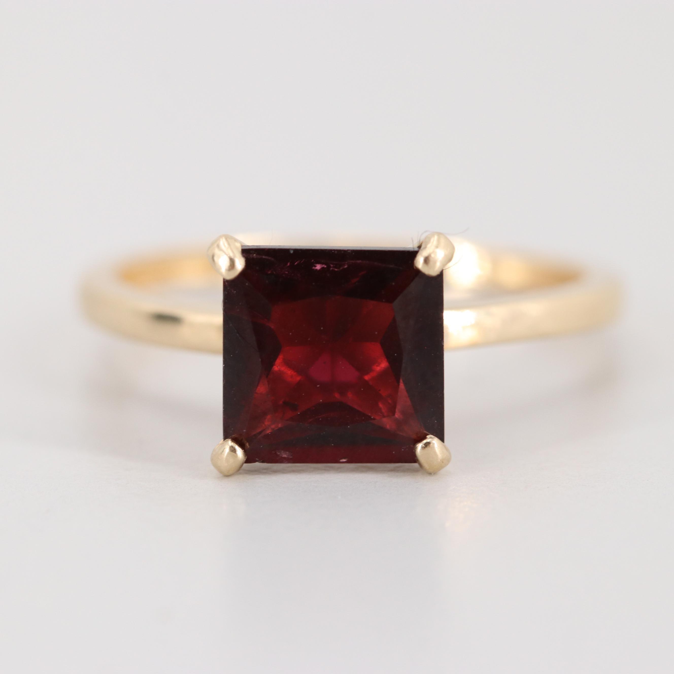 10K Yellow Gold Garnet Solitaire Ring