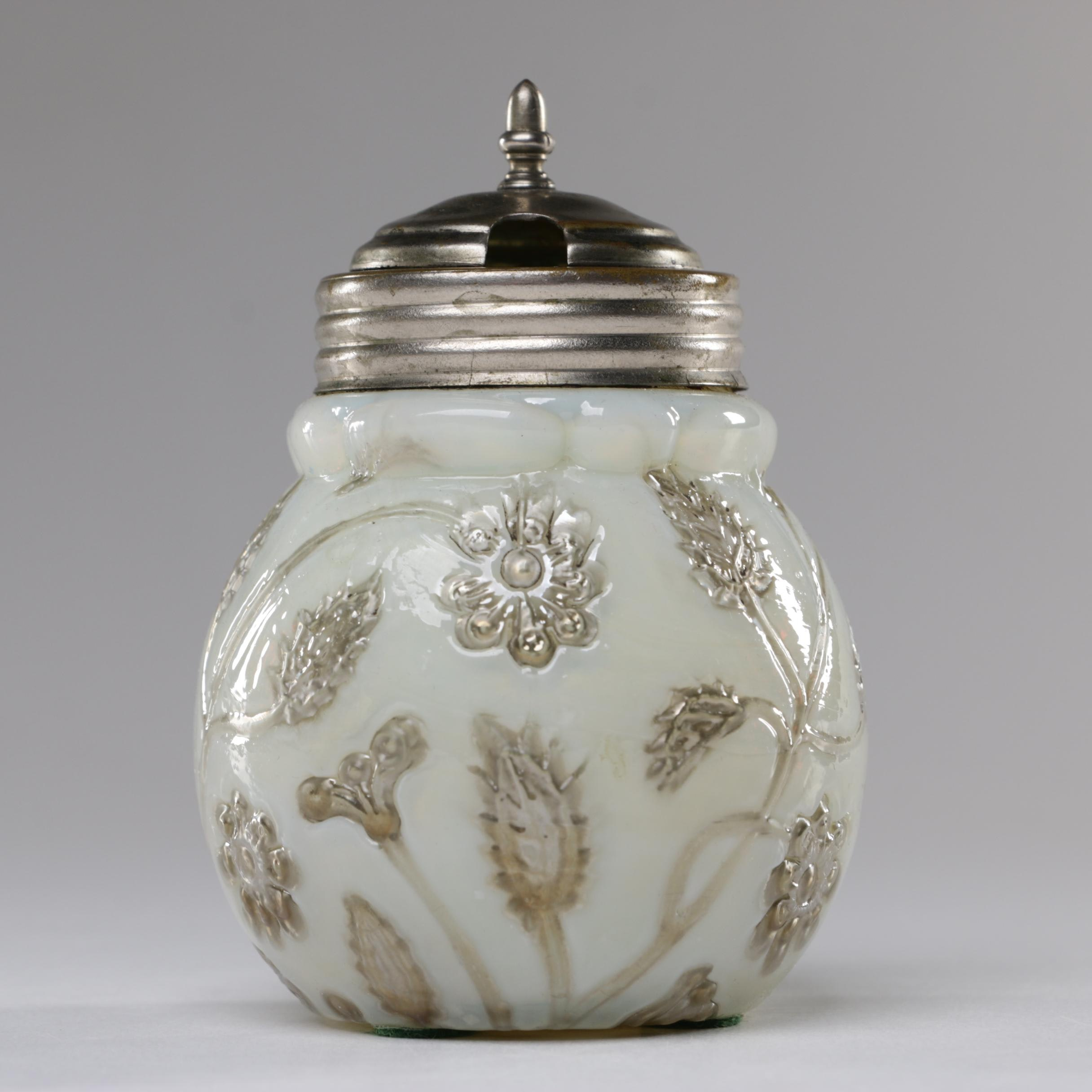 Findlay Onyx Opalescent Glass Mustard Pot, 1880-1891