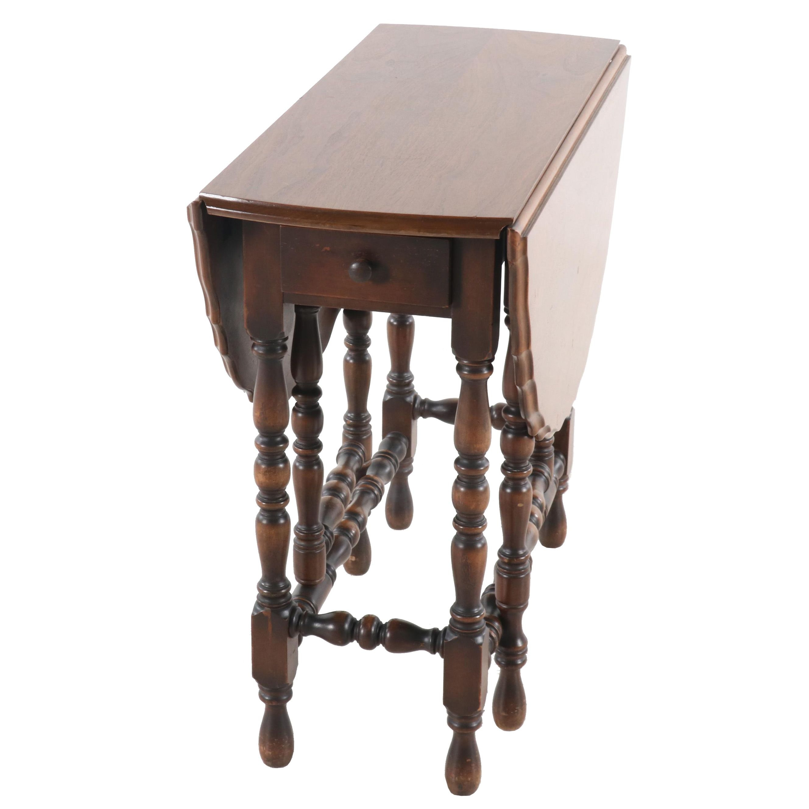 William & Mary Style Walnut Drop Leaf Table, Early to Mid 20th Century