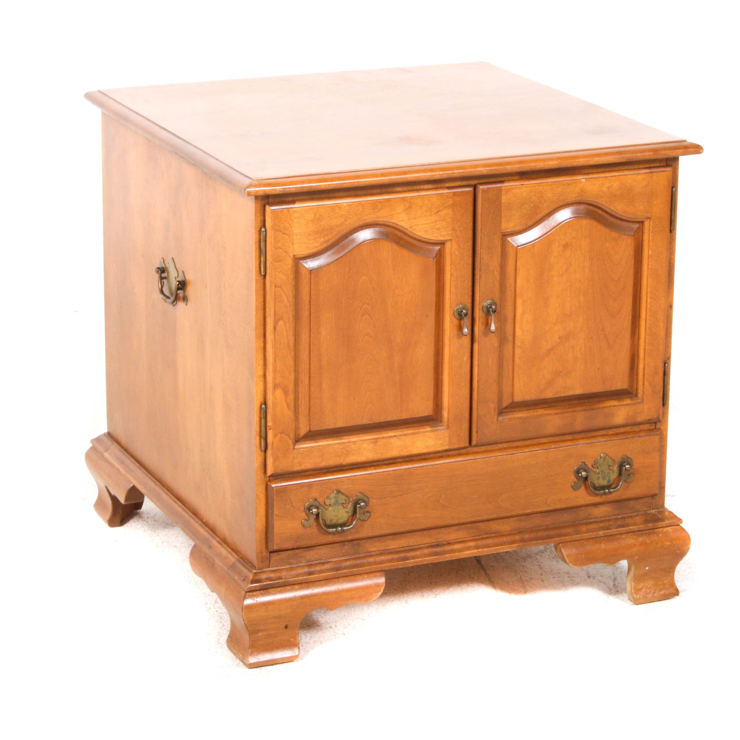 Ethan Allen Early American Style Maple and Birch Side Table, Late 20th Century