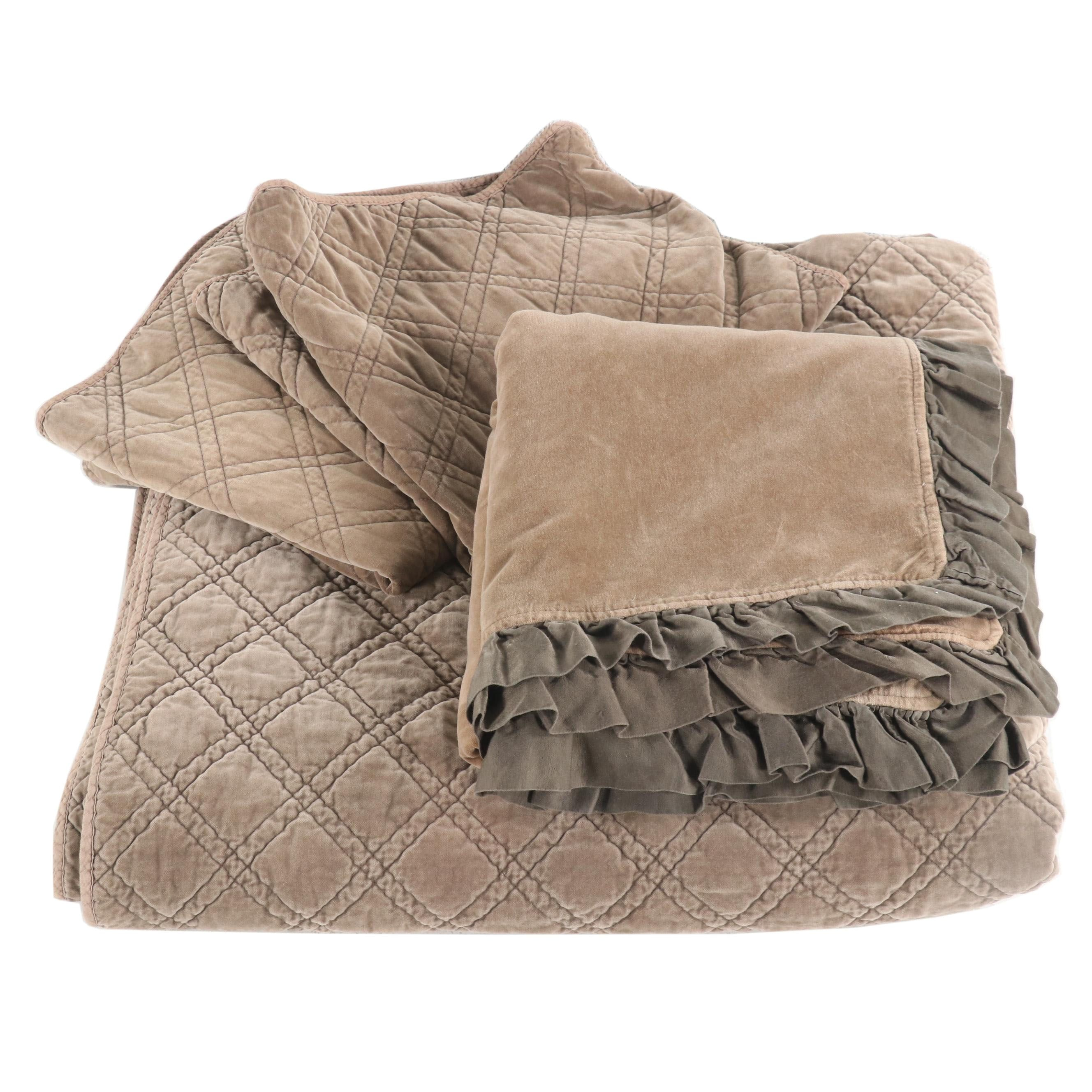 Collection of Luxury Bedding Featuring Pom Pom at Home by Hilde Leiaghat
