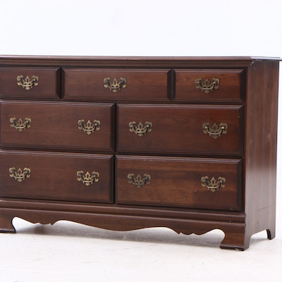 Federal Style Chest of Drawers in Cherry, Late 20th Century