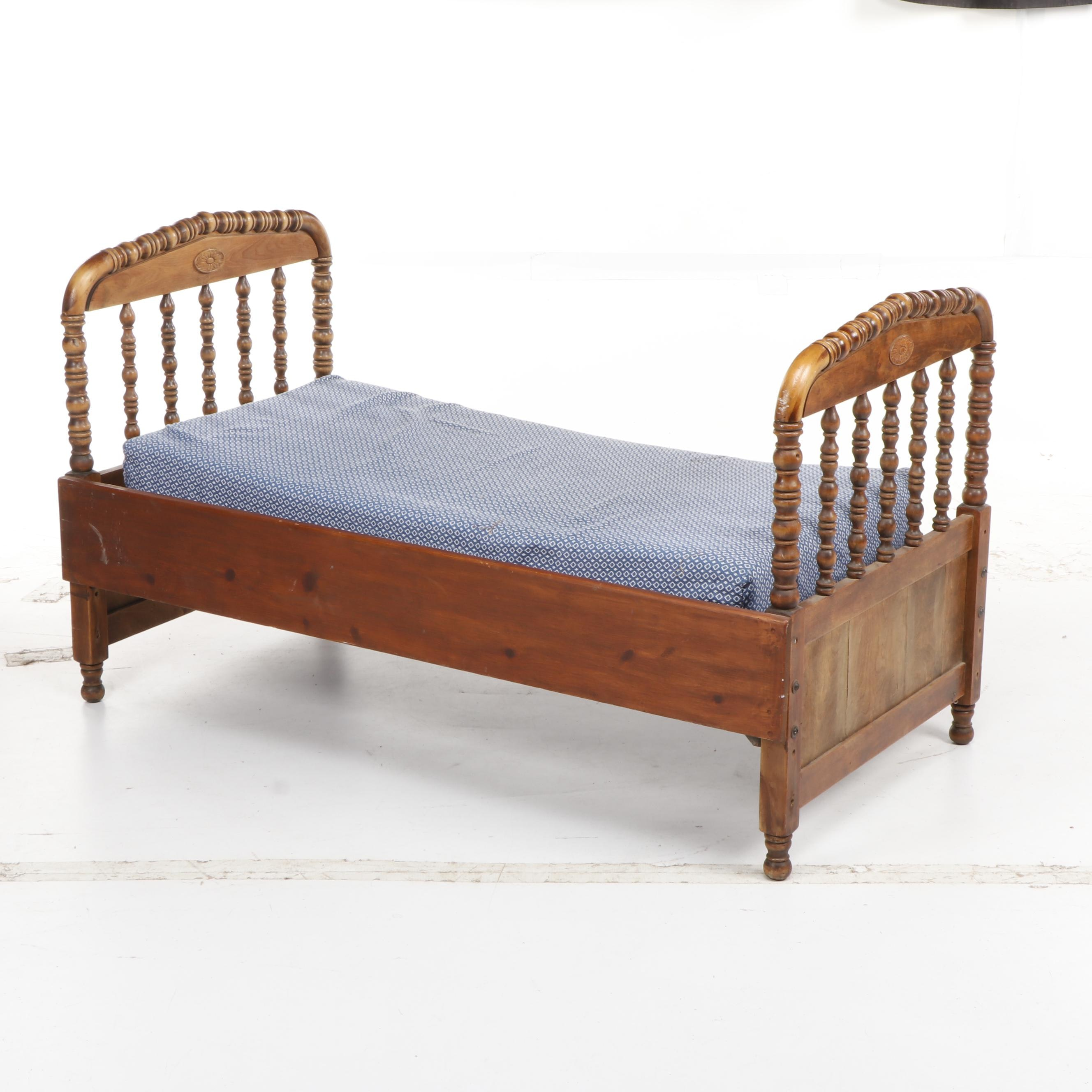 Mid Century Colonial Style Wooden Daybed