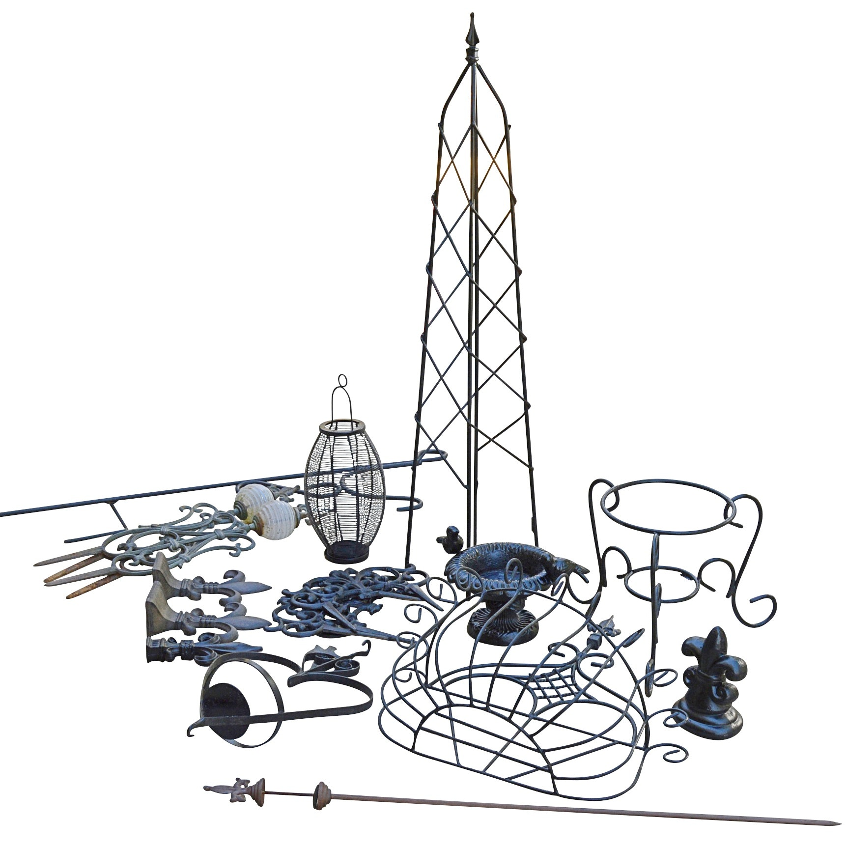 Wire Garden Decor with Lanterns, Obelisk and Planters