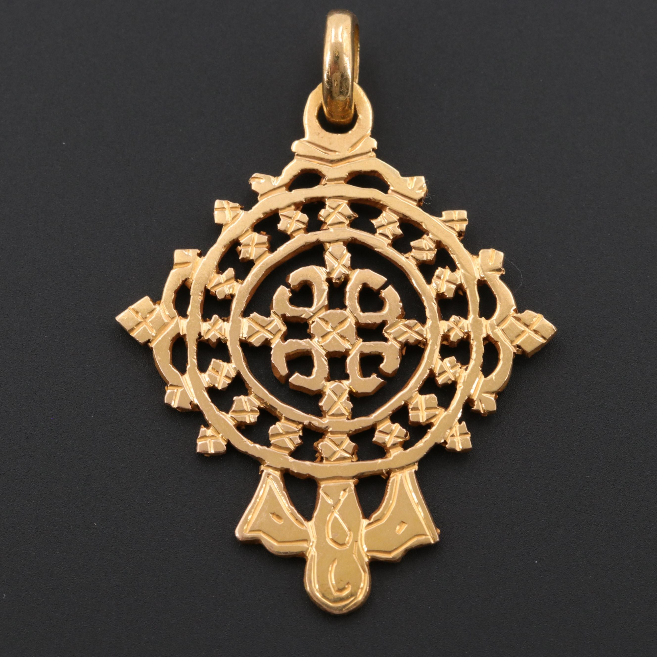 18K Yellow Gold Openwork and Engraved Pendant
