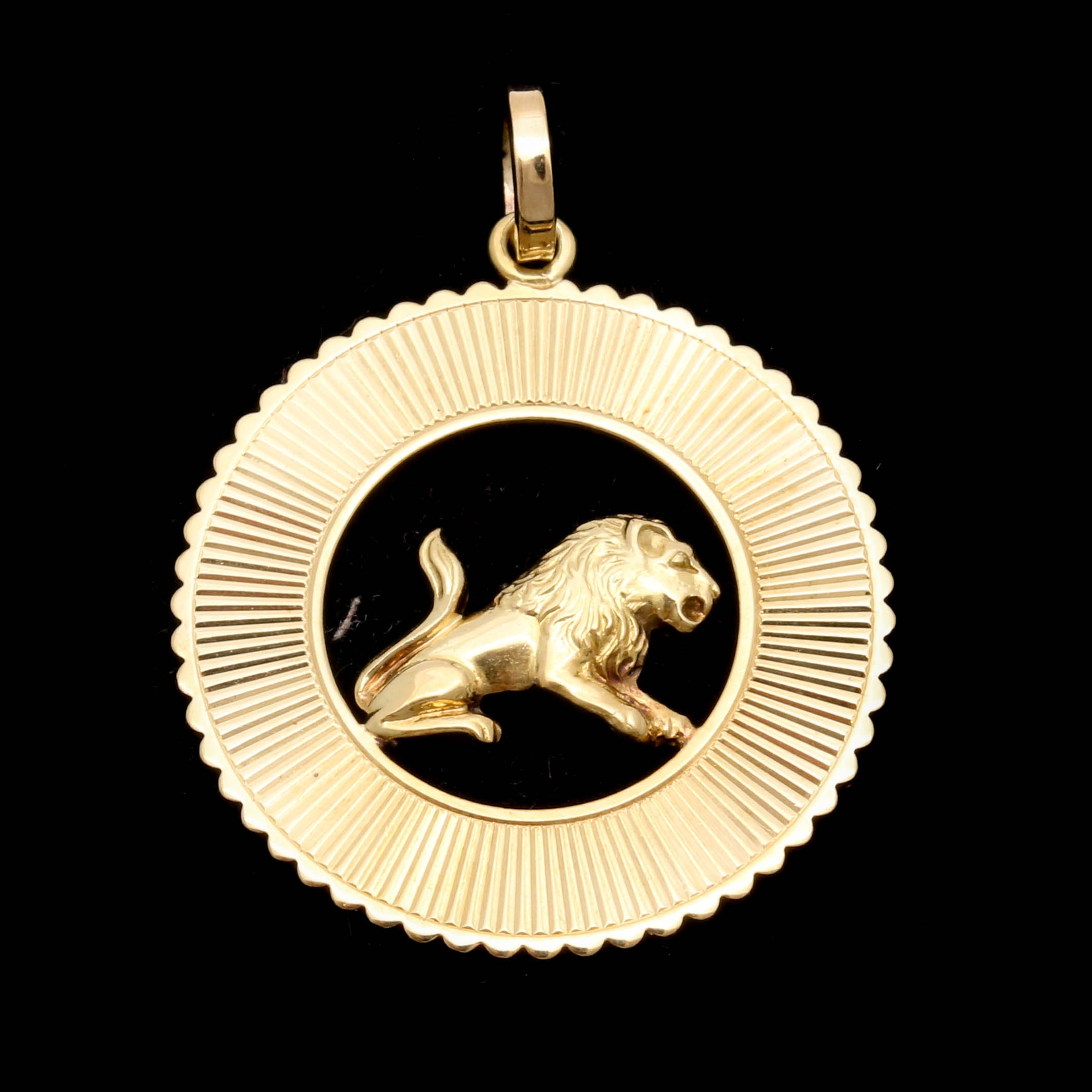 18K Yellow Gold Lion Motif Pendant