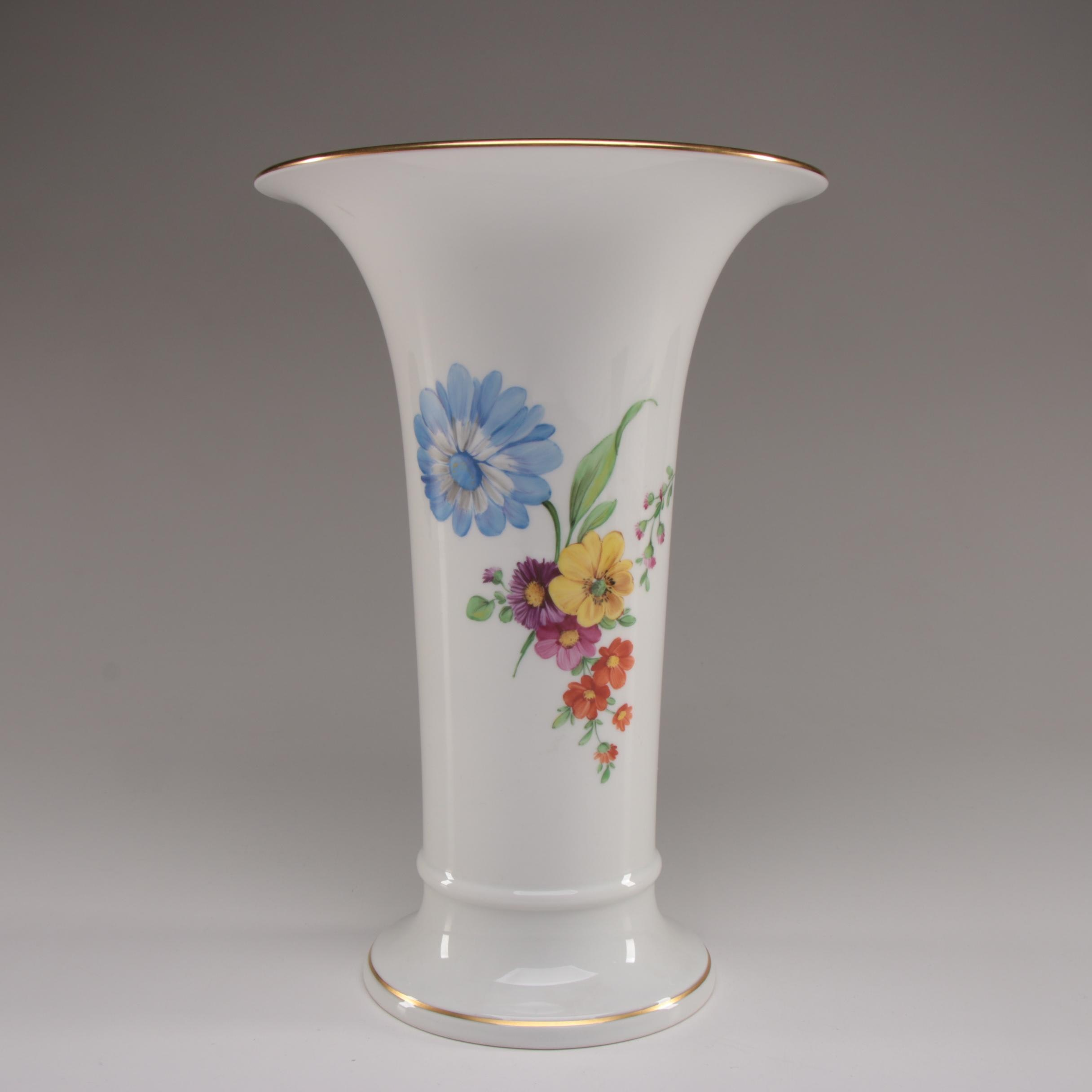 Königliche Porzellan-Manufaktur Porcelain Flower Vase, Early 20th Century