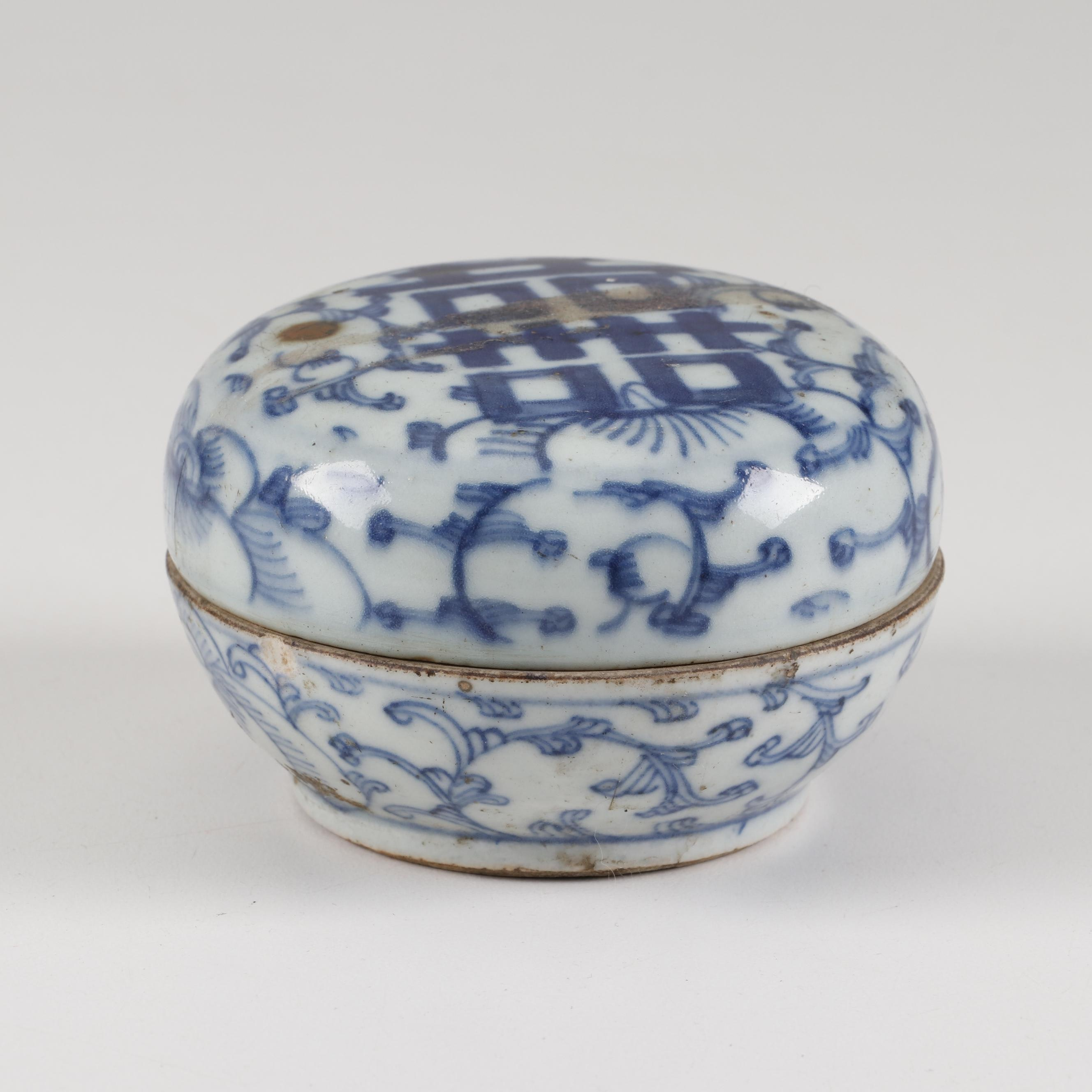 """Chinese Blue and White """"Double Happiness"""" Porcelain Seal Paste Box"""