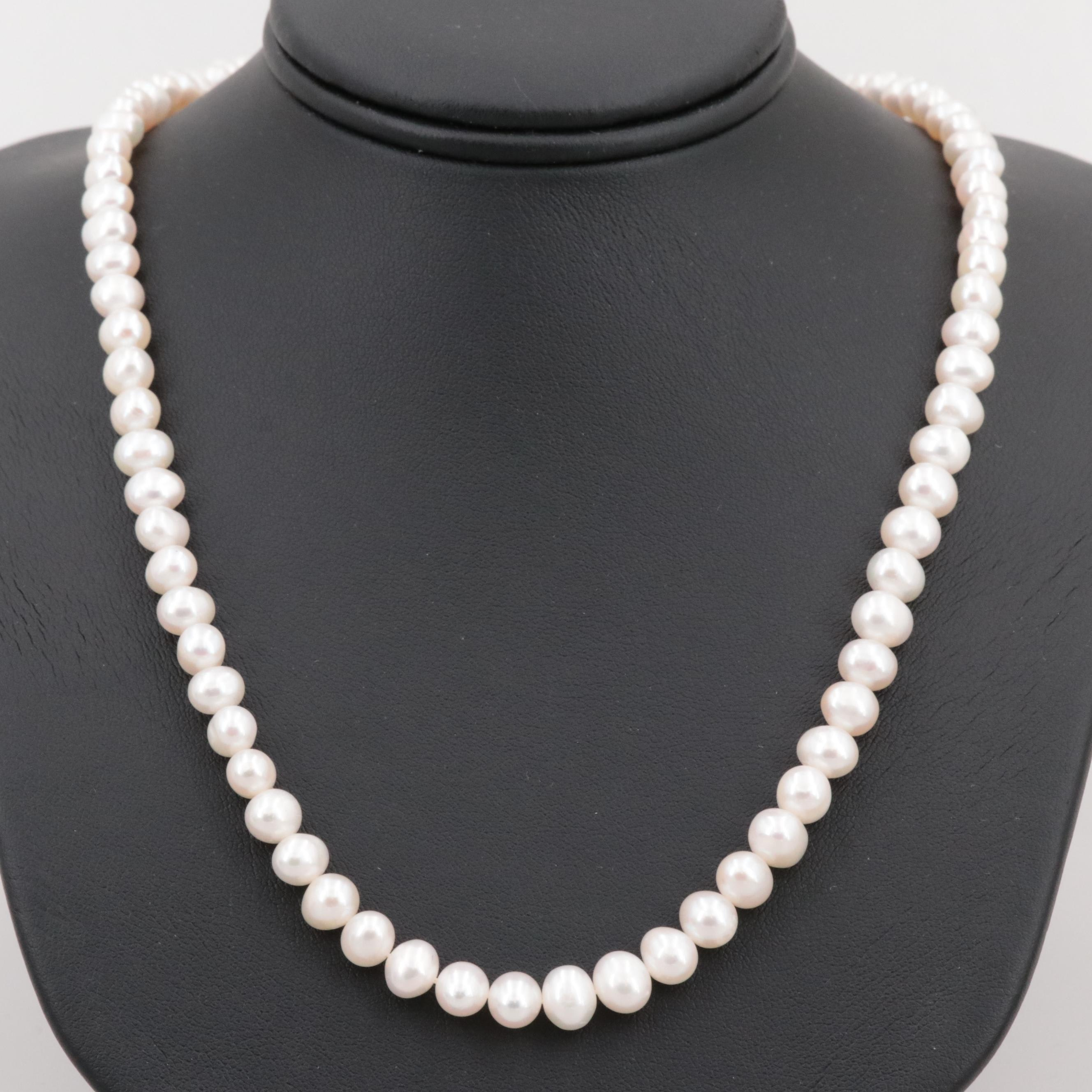 Gold Tone Cultured Pearl and Imitation Pearl Necklace