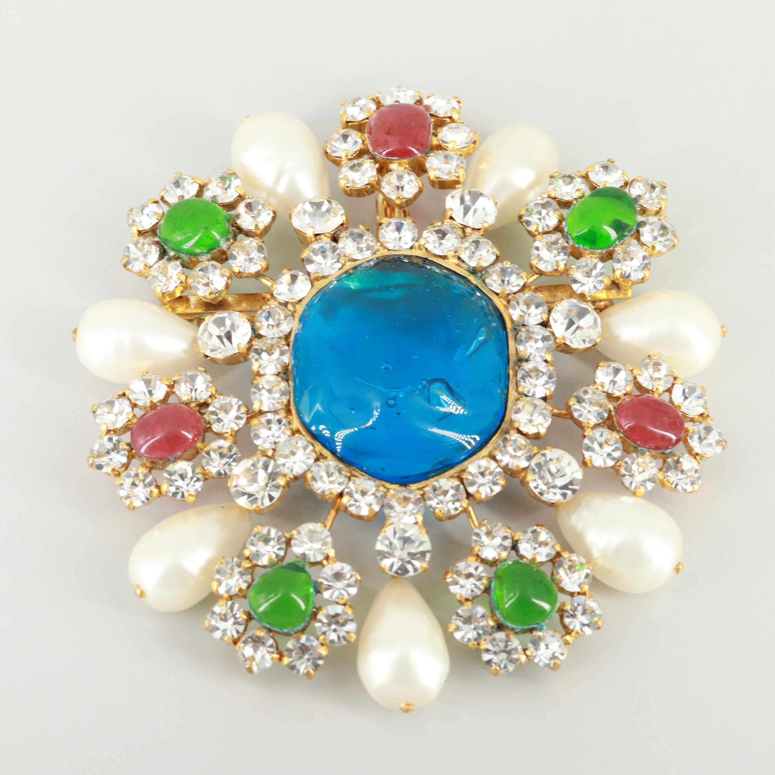 Late 1970s Chanel Gold Tone Gripoix Poured Glass and Imitation Pearl Brooch