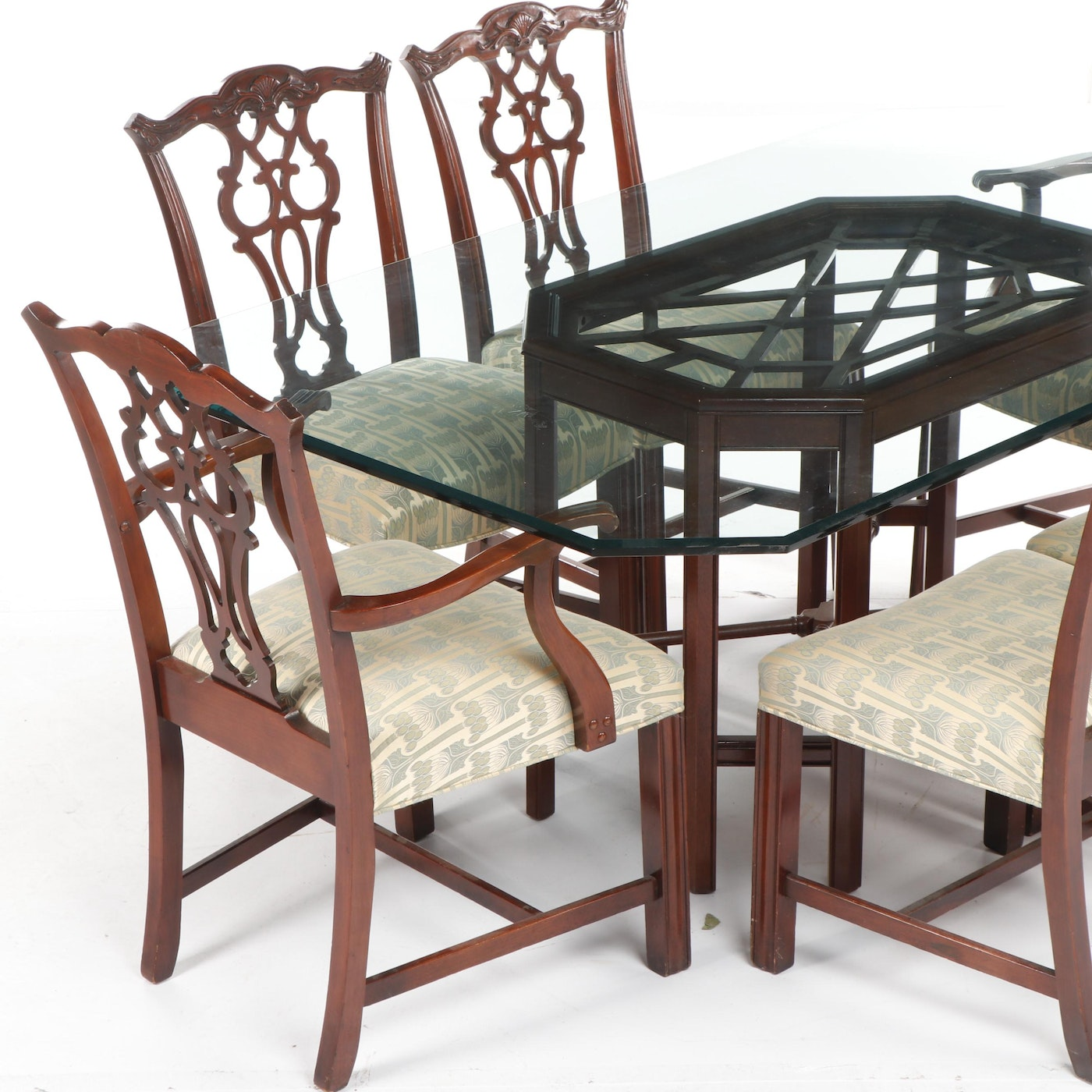 chippendale style mahogany finished dining table with