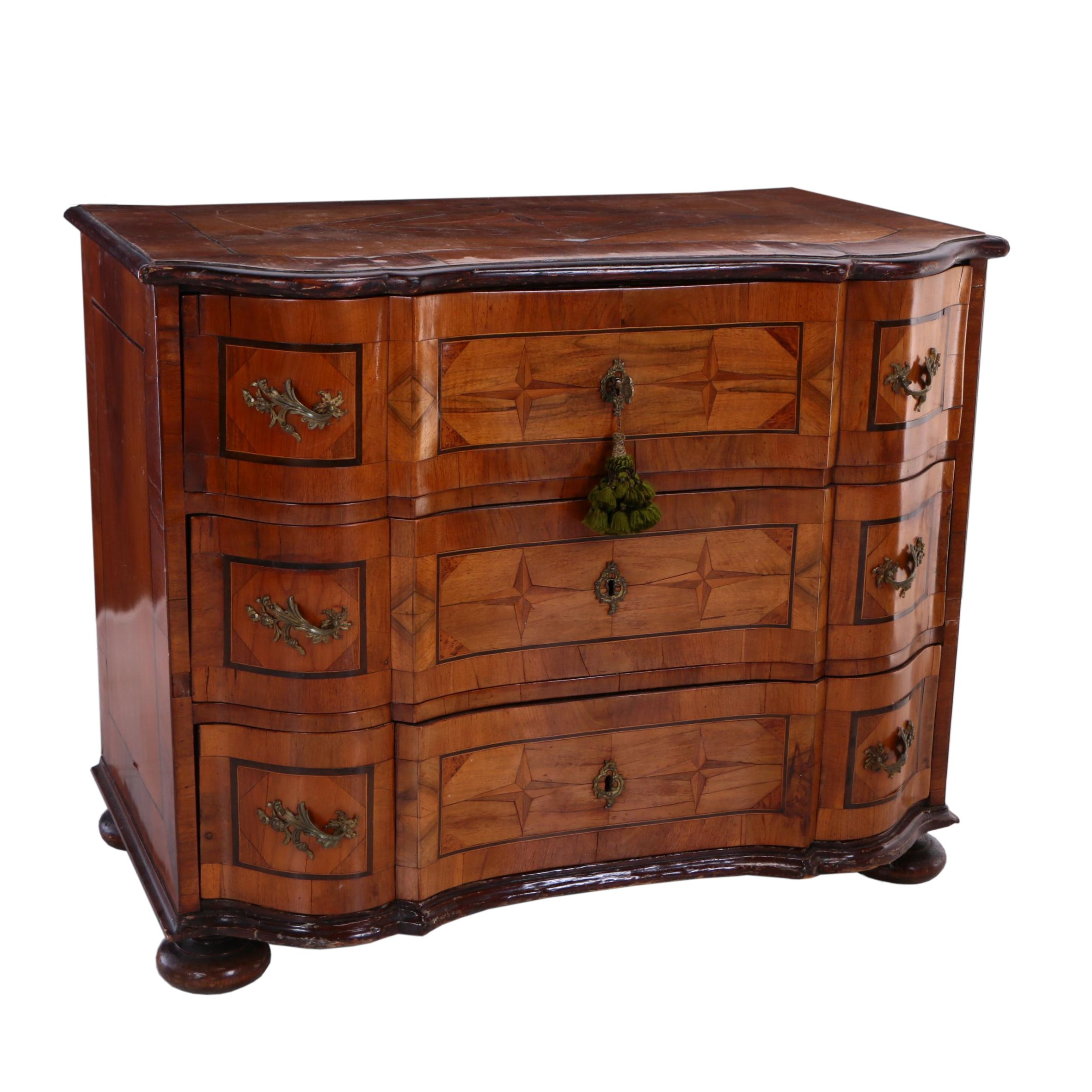South German Baroque Walnut and Marquetry Serpentine-Front Commode, 18th Century