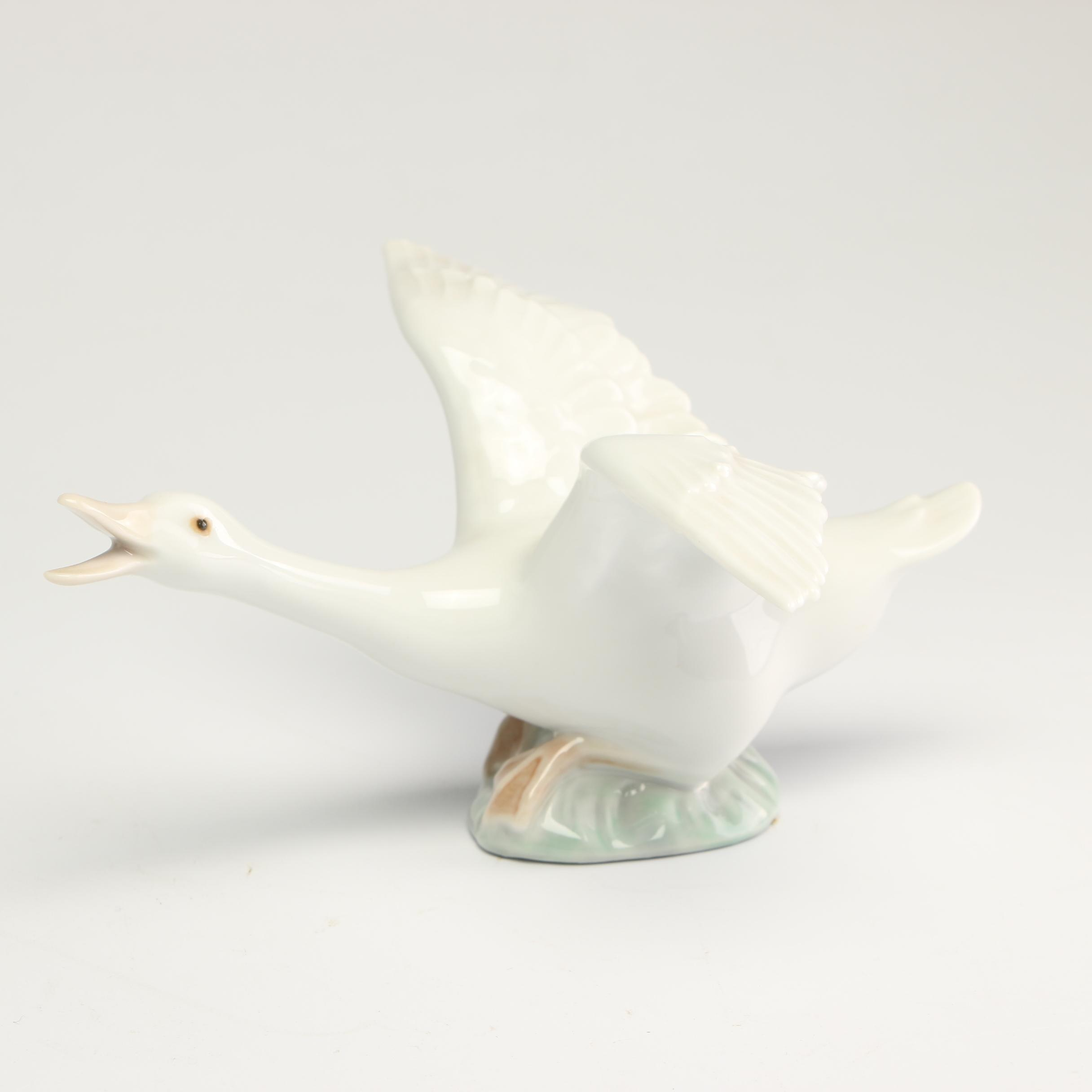 "Lladró ""Goose"" Porcelain Figurine, Late 20th Century"