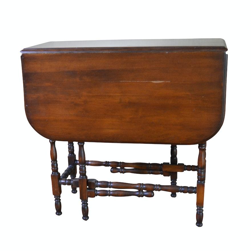 William and Mary Style Rectangular Mahogany Gate Leg Table, Mid-20th Century
