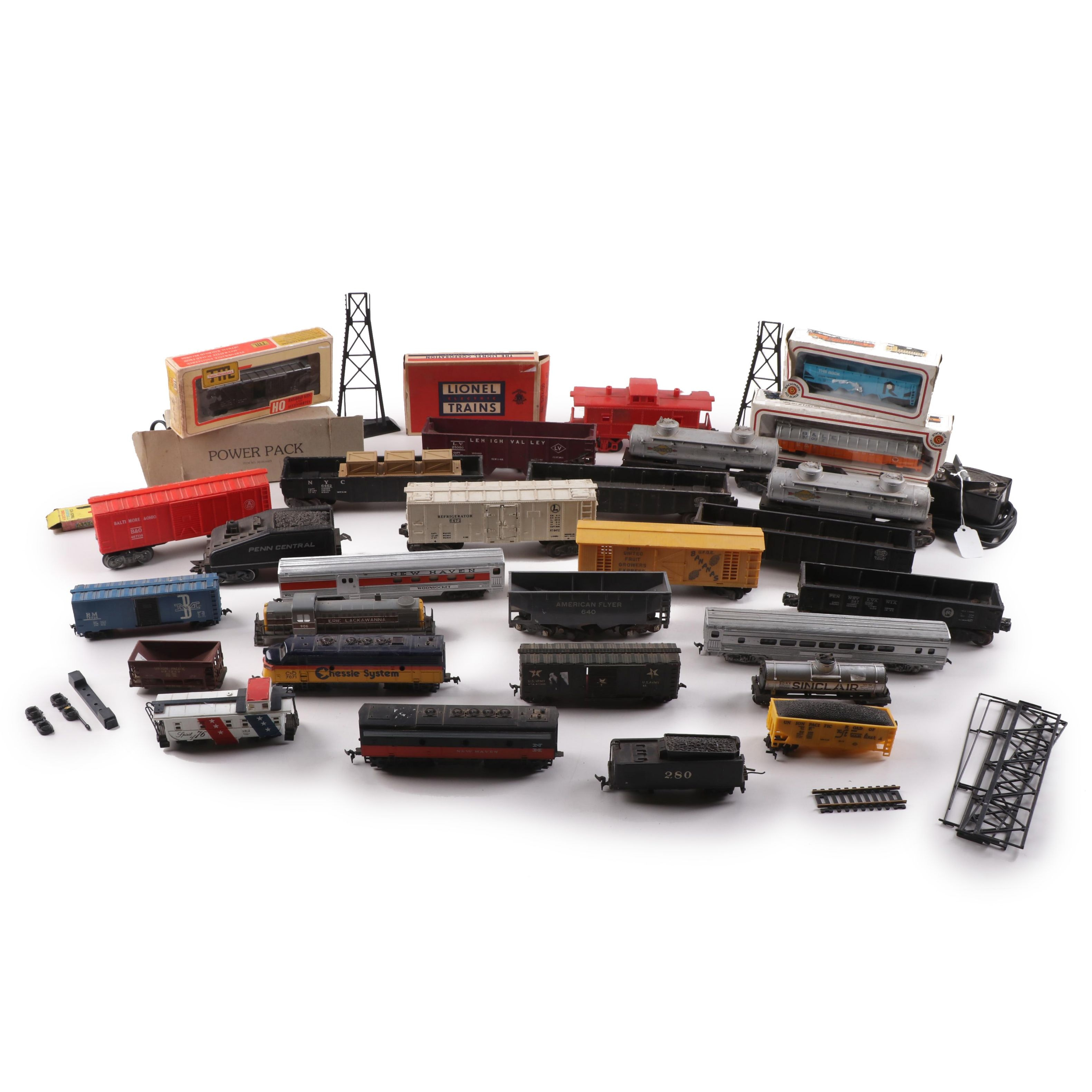 Vintage HO and O Scale Model Train Cars and Accessories