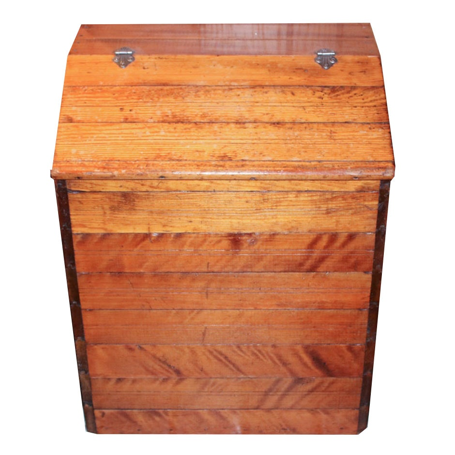 Hinge-Top Wooden Hamper