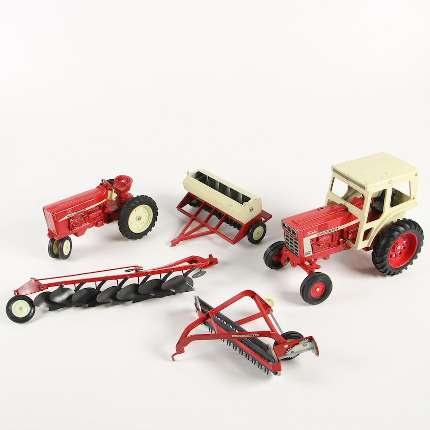 ERTL Co. Die-Cast Metal International Harvester Toy Tractors and Farm Implements