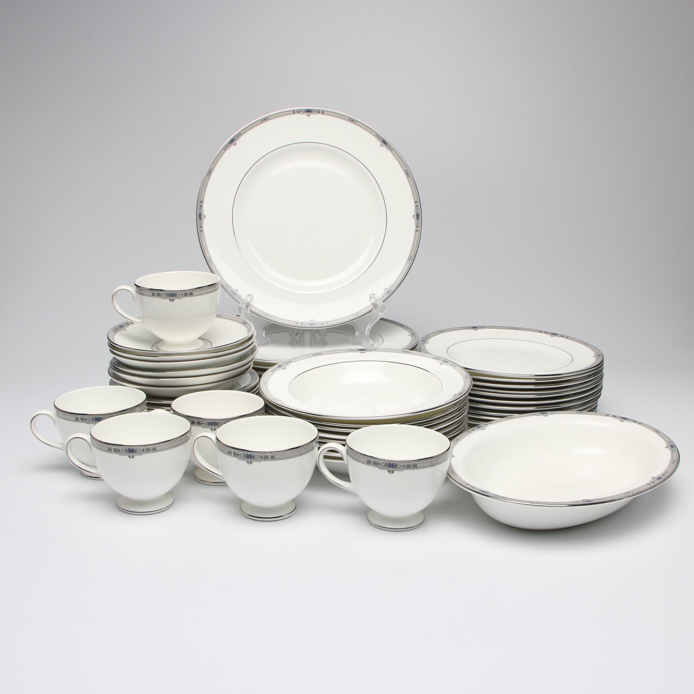 "Wedgwood ""Amherst"" Porcelain Dinnerware, Late 20th Century"