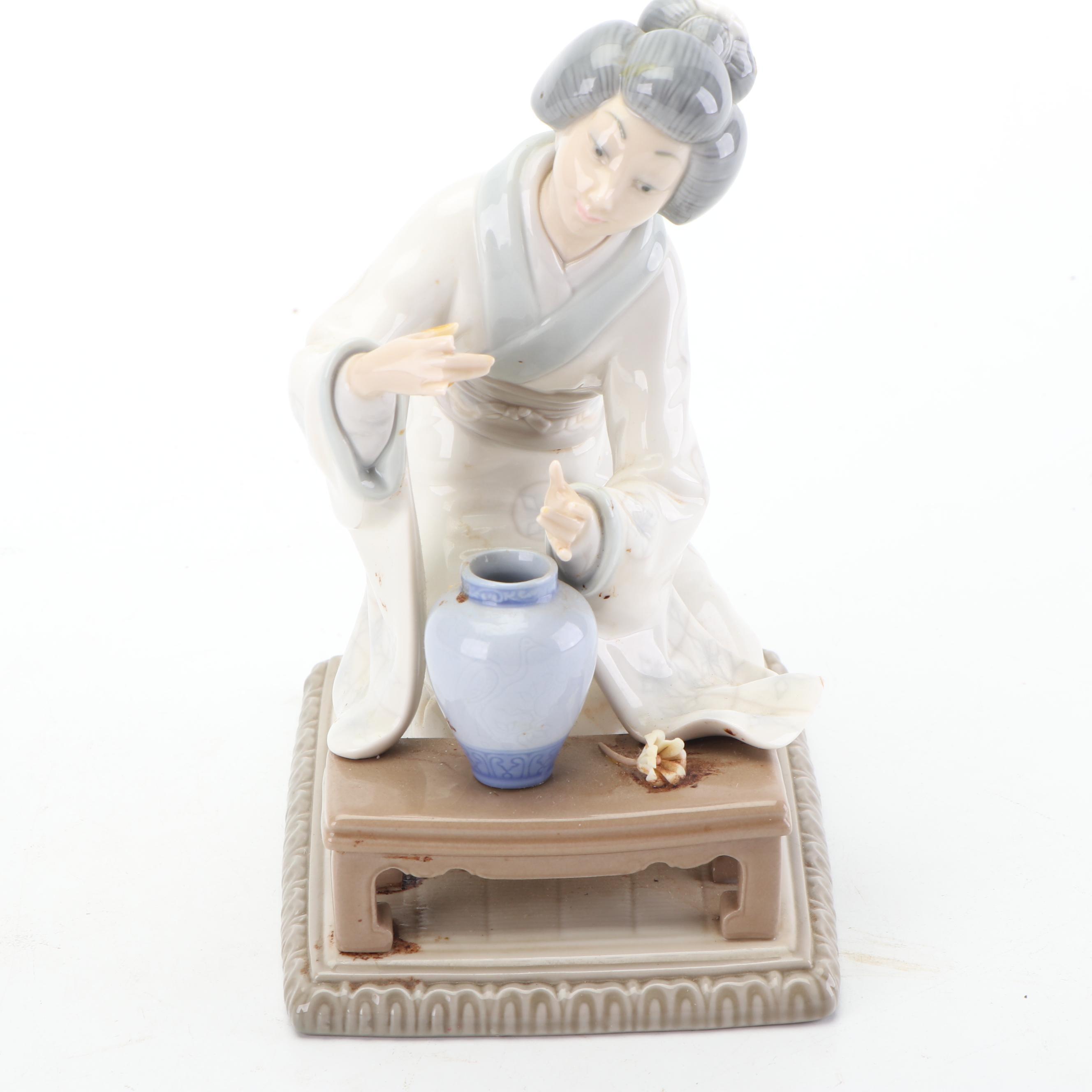 "Lladró ""Oriental Girl"" 4840 Porcelain Figurine"