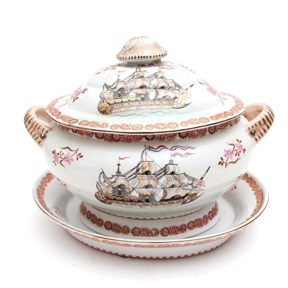 Chinese Hand Painted Porcelain Lidded Dish