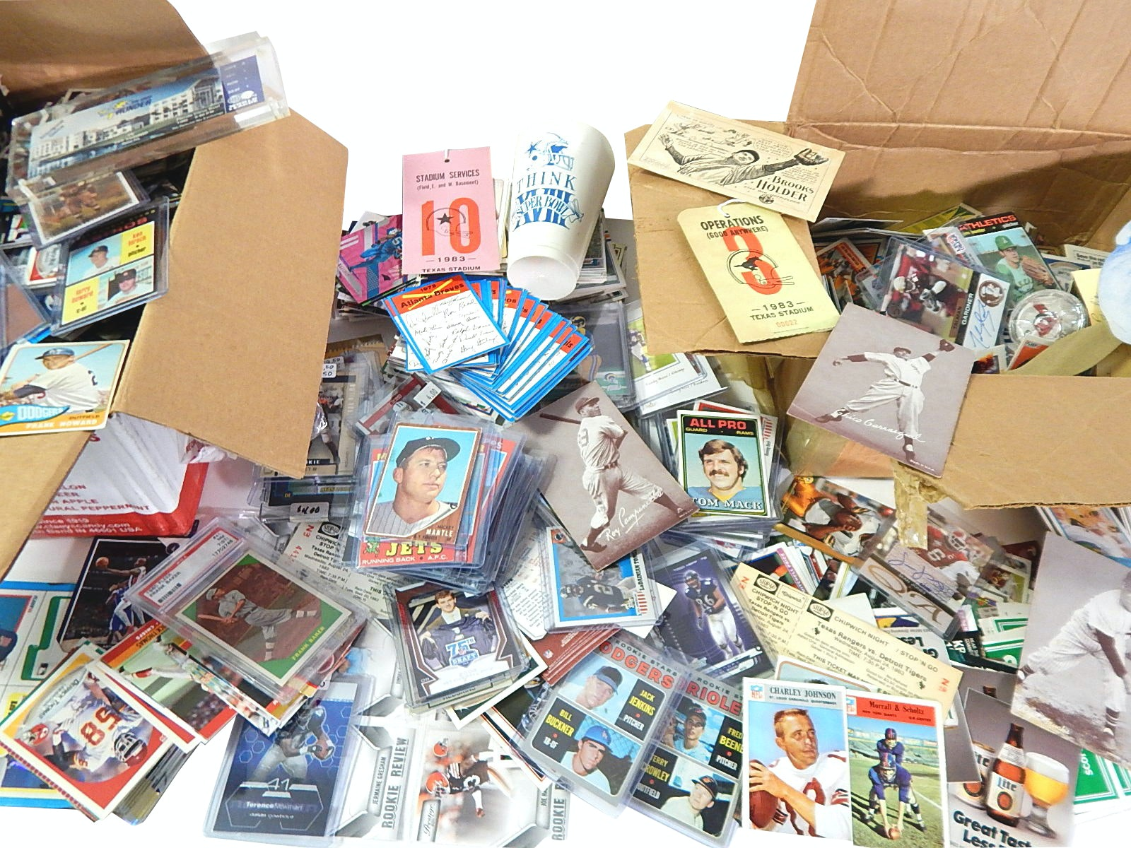 Sports Card Lot with Mostly Baseball and Football Cards,1962 Topps M.Mantle #200