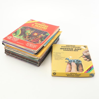 """""""Dungeons & Dragons"""" Players Handbooks, Manuals and Figurines"""