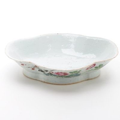 Chinese Hand-Decorated Porcelain Footed Bowl, Late Qing or Early Republic