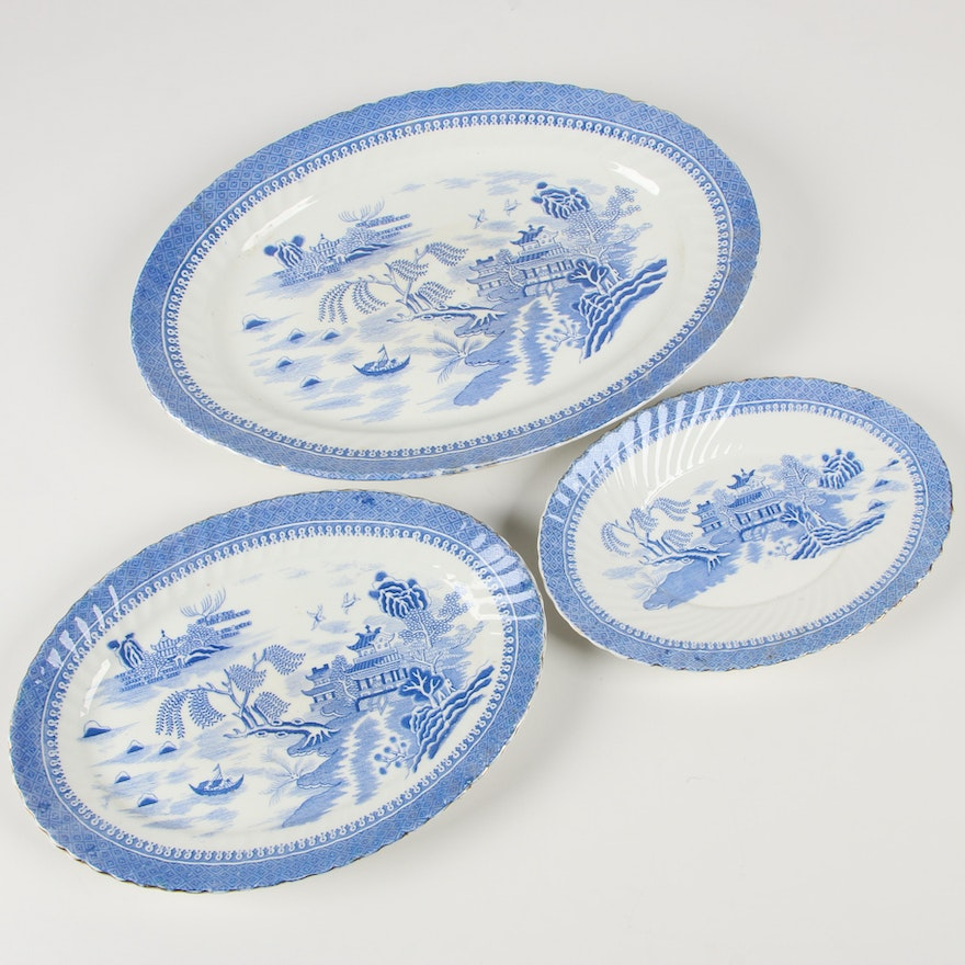 """Henry Alcock & Co. """"Ching"""" Earthenware Platters, Late 19th Century"""