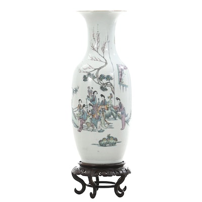 Chinese Hand Painted Porcelain Vase, Late Qing Dynasty or Early Republic
