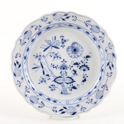 """Carl Teichert Meissen """"Blue Onion"""" Round Porcelain Platter c. 1882-1929"""