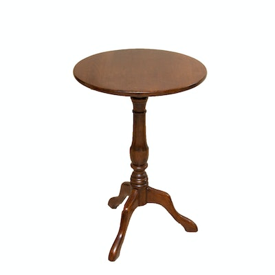 Federal Style Oak Tilt-Top Table, Late 20th Century