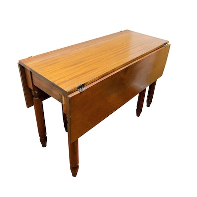 Federal Style Cherry Drop Leaf Table, Mid to Late 19th Century