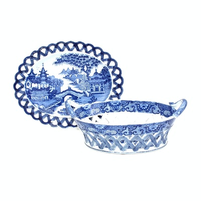 Chinese Export Porcelain Willow Chestnut Basket and Tray, Early 19th Century