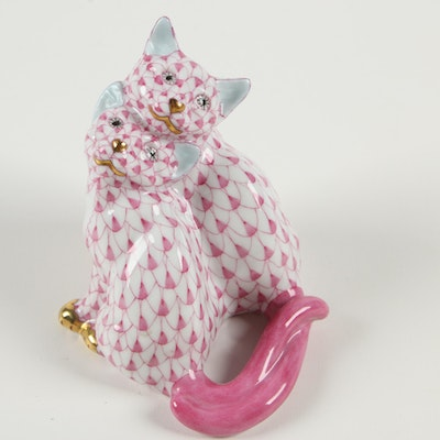 """Herend Raspberry Fishnet with Gold """"Pair of Kittens"""" Porcelain Figurine, 2007"""
