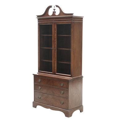 Brickwede Federal Style Mahogany China Cabinet, Mid-20th Century