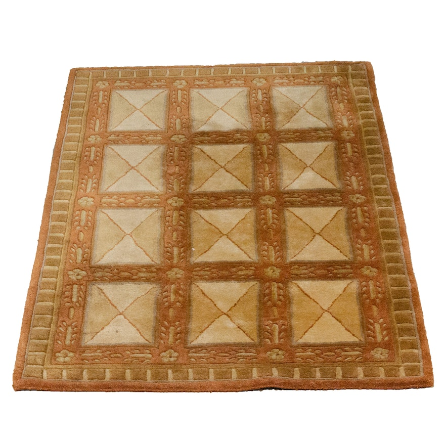 Contemporary Machine Woven Wool Rug in Geometric Pattern