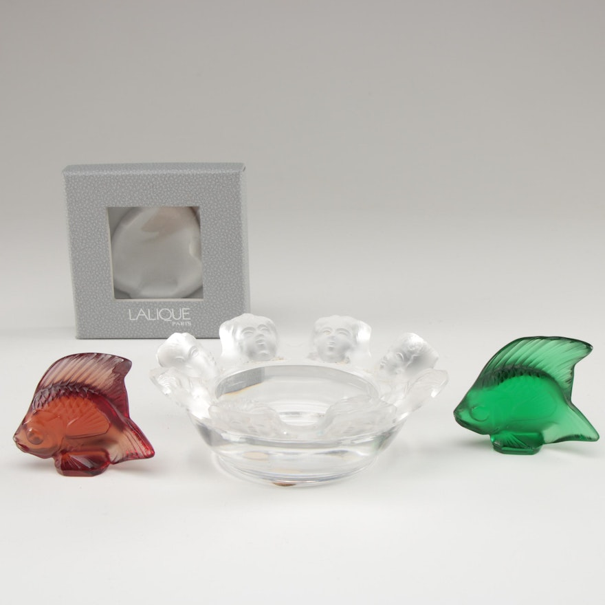 """Lalique """"Saint Nicholas"""" Ashtray with Red and Emerald Green """"Poisson"""" Figurines"""