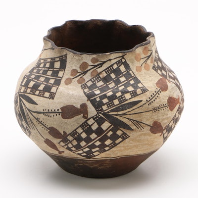 Acoma Pueblo Slip Decorated Clay Pot, Early 20th Century