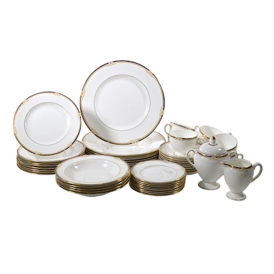 "Wedgwood ""Cavendish"" Porcelain Dinnerware, Late 20th Century"