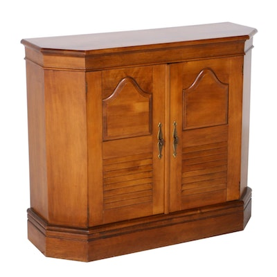 American Colonial Style Maple Cabinet, Mid to Late 20th Century
