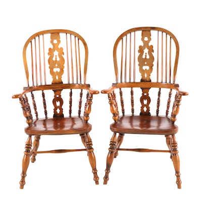 Pair of English Elm-Seated Windsor Armchairs, 20th Century