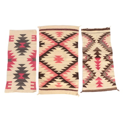 2'0 x 3'6 Handwoven Southwestern Style Wool Rugs