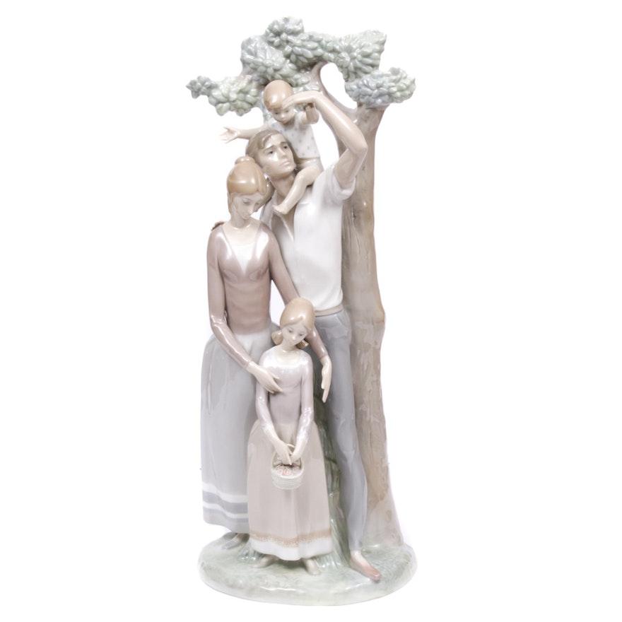 Lladró Porcelain Family Figurine, 1971–1974
