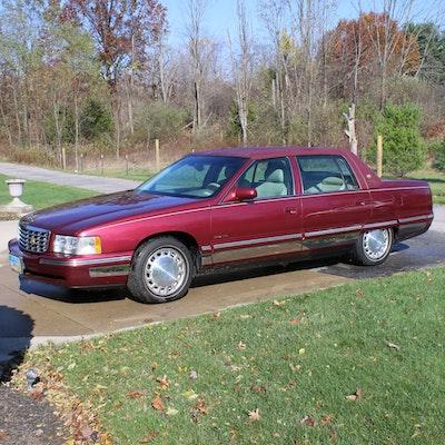 1999 Cadillac DeVille Tuxedo Edition Sedan in Crimson Pearl