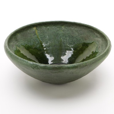 Grueby Faience Arts and Crafts Matte Green Centerpiece Bowl, Early 20th Century
